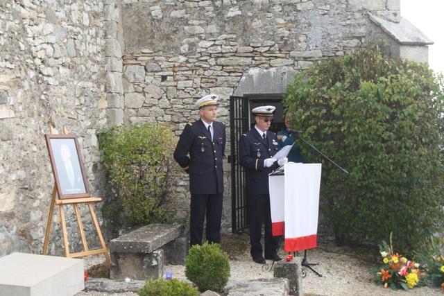 Hommage rendu au colonel Roland de La Poype 22 octobre 2016 dans le petit cimetière, au pied de la chapelle de Cozance à Trept en Isère Img_9010