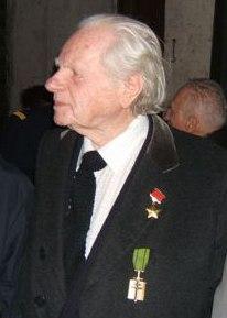 Hommage rendu au colonel Roland de La Poype 22 octobre 2016 dans le petit cimetière, au pied de la chapelle de Cozance à Trept en Isère R_de_l10