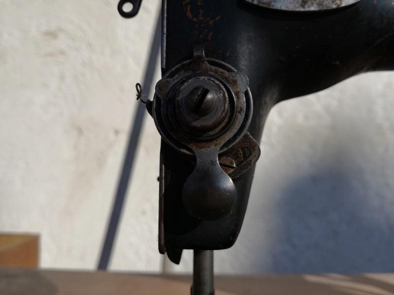 Singer trouvée dans un garage destinée à la déchetterie Img_2011