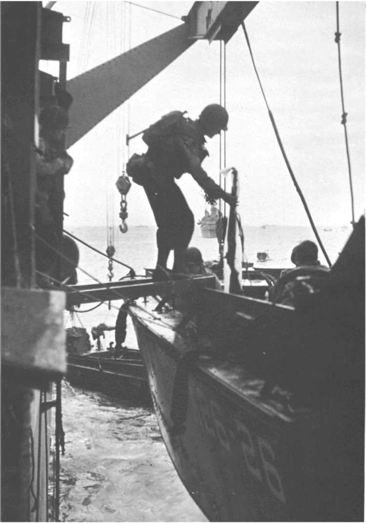 8 - Le mouillage des transports d'assaut et l'approche de la plage 221_5910