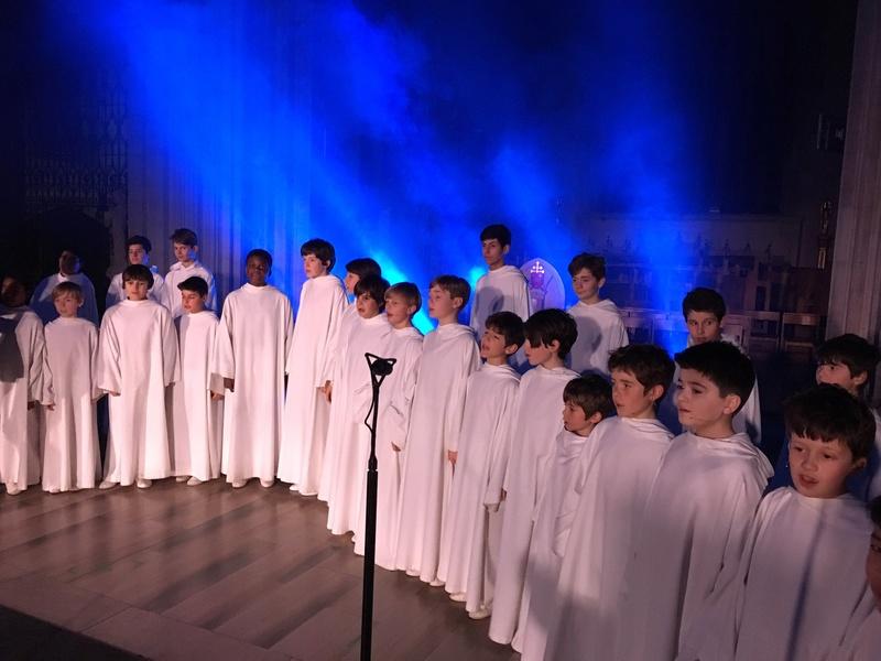 Concert de Noël à Londres le 2 décembre 2016 - Page 2 Cysmv410