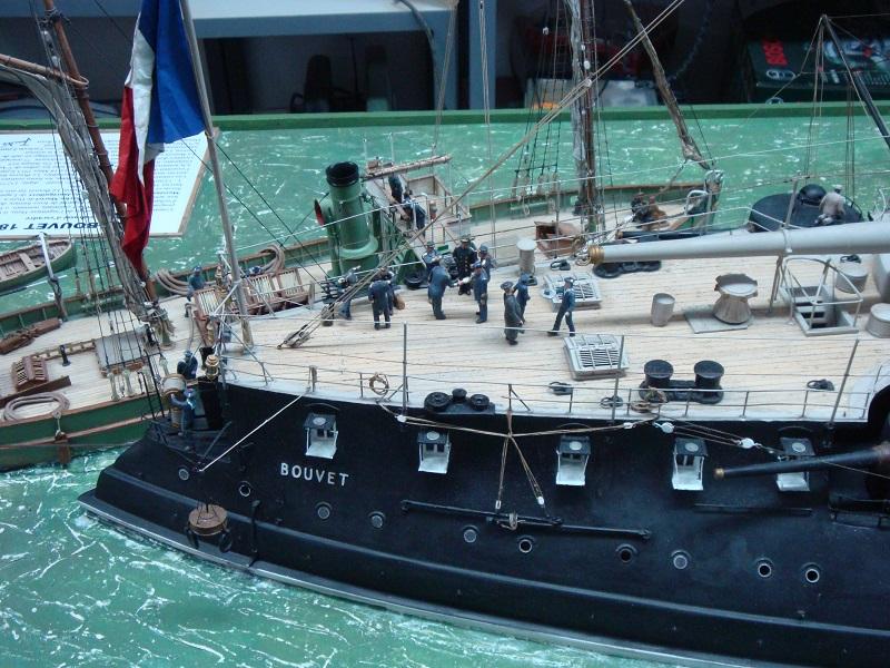 diorama: le cuirassé BOUVET au mouillage en rade de Lorient Dsc05844