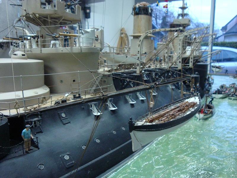 diorama: le cuirassé BOUVET au mouillage en rade de Lorient Dsc05846