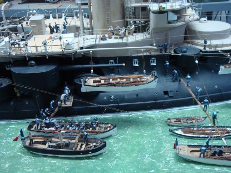 diorama: le cuirassé BOUVET au mouillage en rade de Lorient Dsc05847