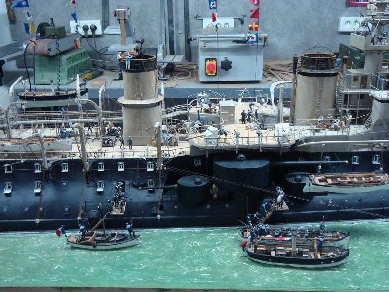 diorama: le cuirassé BOUVET au mouillage en rade de Lorient Dsc05852