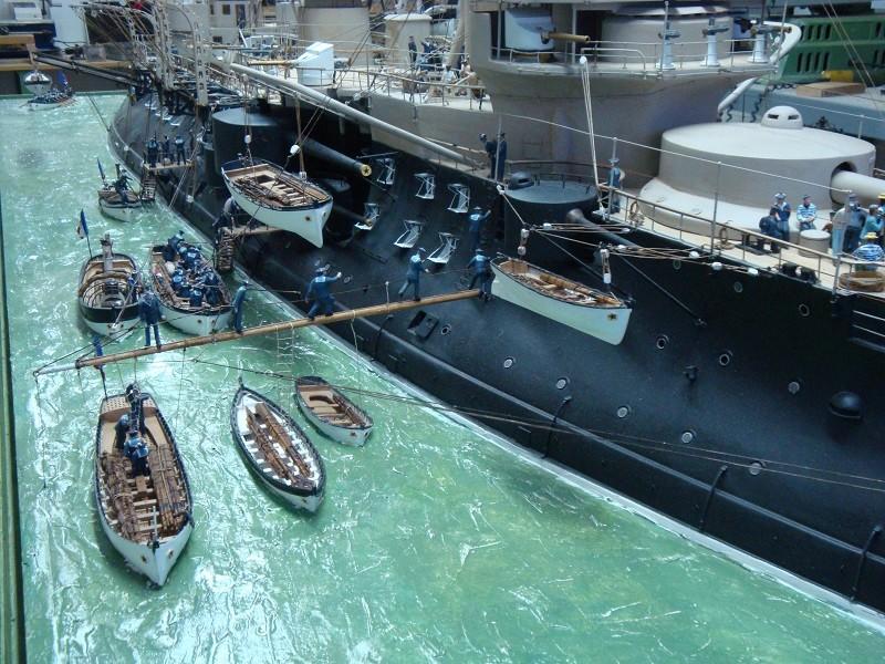 diorama: le cuirassé BOUVET au mouillage en rade de Lorient Dsc05854