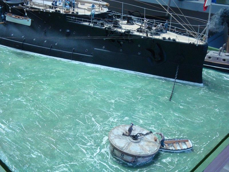 diorama: le cuirassé BOUVET au mouillage en rade de Lorient Dsc05860