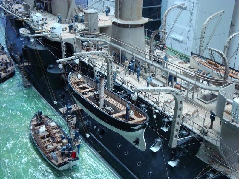 diorama: le cuirassé BOUVET au mouillage en rade de Lorient Dsc05862
