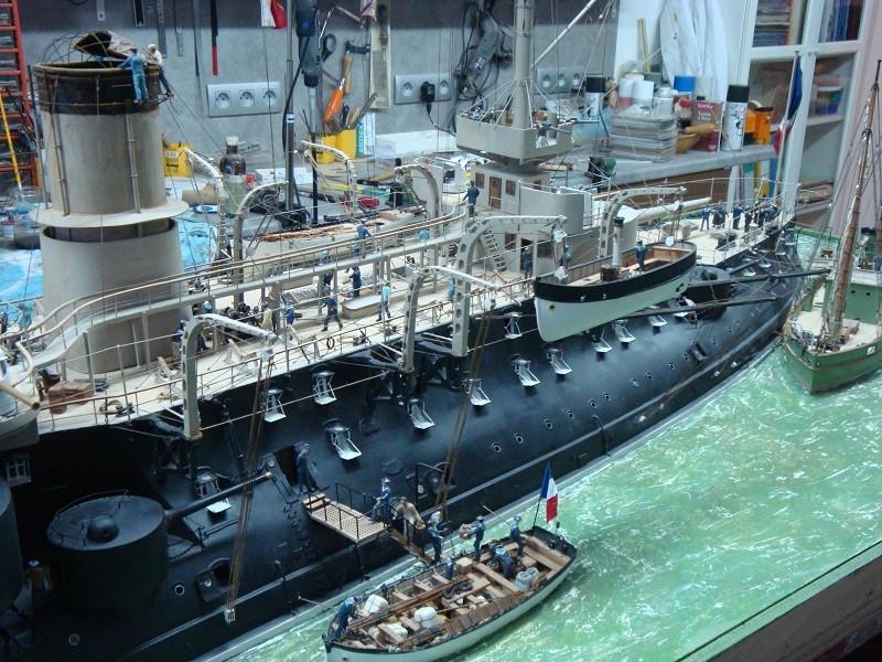 diorama: le cuirassé BOUVET au mouillage en rade de Lorient Dsc05865