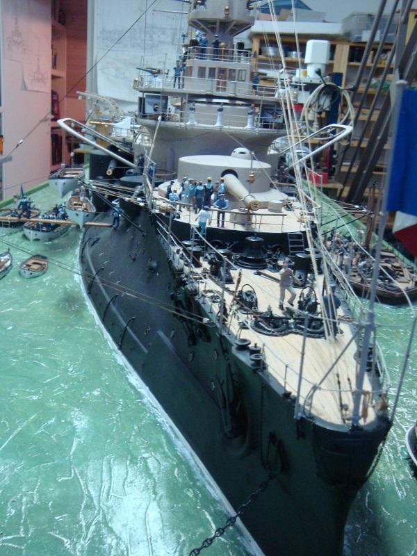 diorama: le cuirassé BOUVET au mouillage en rade de Lorient Dsc05867