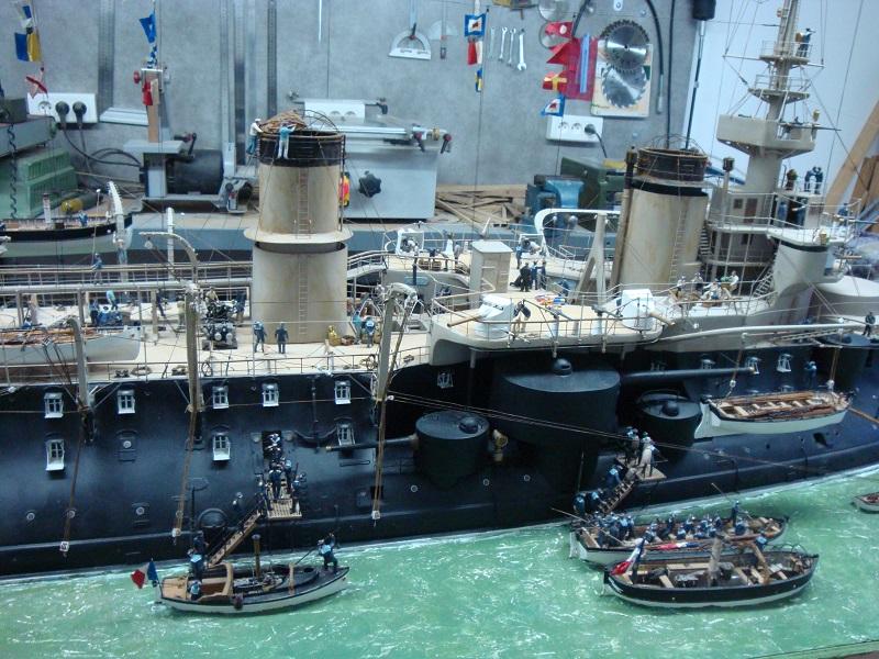 diorama: le cuirassé BOUVET au mouillage en rade de Lorient Dsc05868