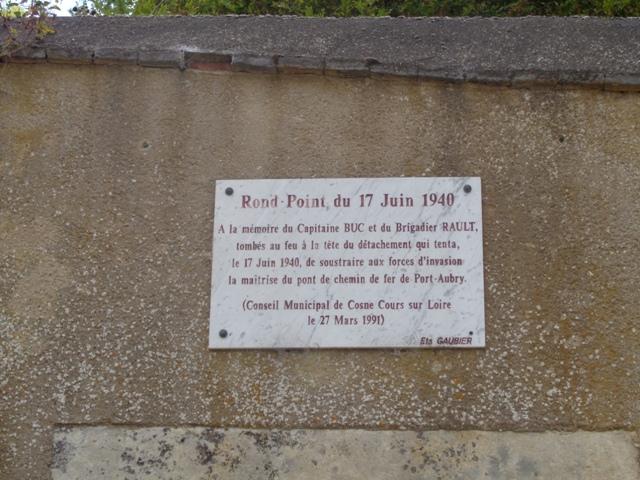 Cosne-sur-Loire 1940 Plaque commémorative Cosnes10