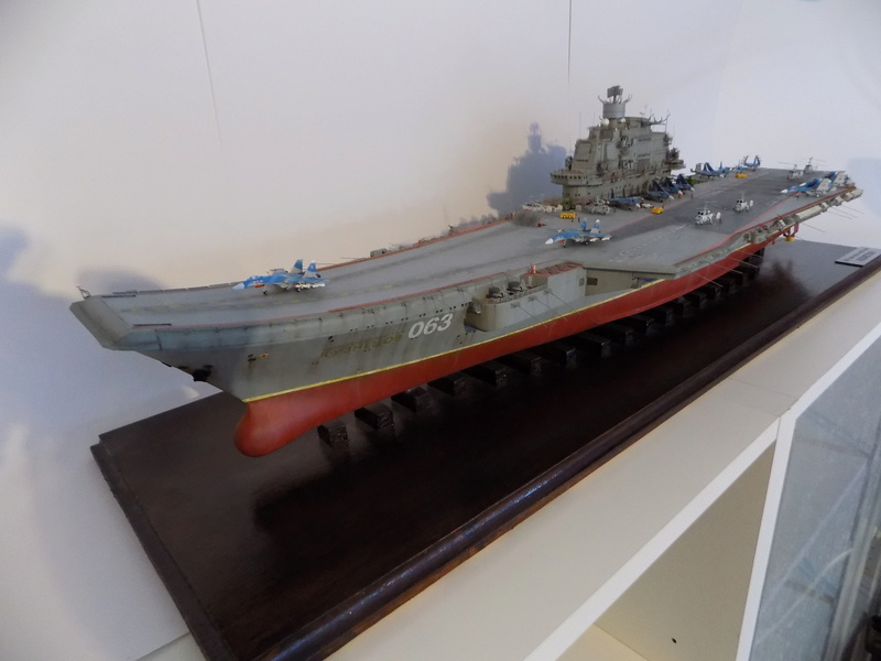 ADMIRAL KUZNETSOV 1/350 TRUMPETER Dscn0213