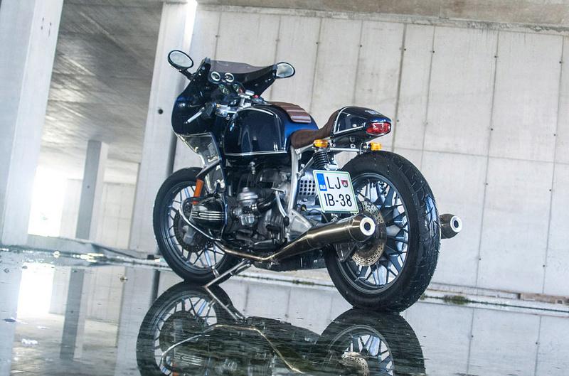 C'est ici qu'on met les bien molles....BMW Café Racer - Page 2 1410