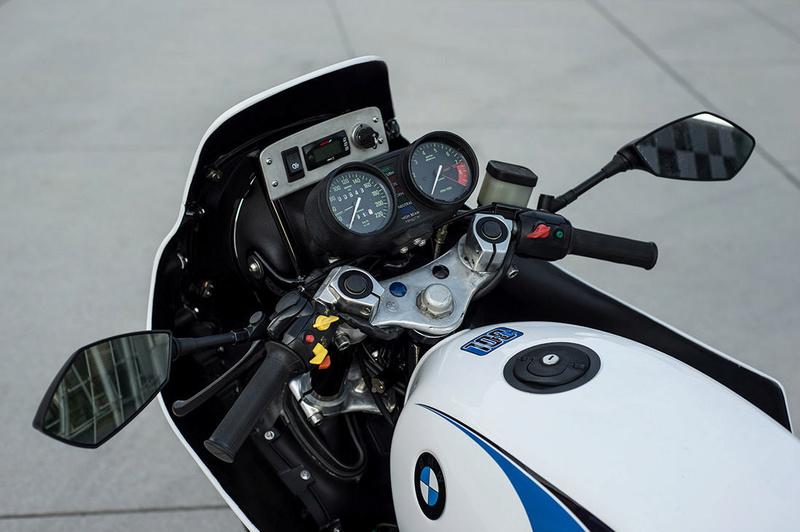 C'est ici qu'on met les bien molles....BMW Café Racer - Page 2 911