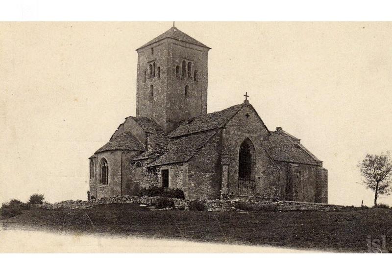 L'église Saint-Martin de Laives est contemporaine de l'abbaye Saint-Philibert de Tournus, selon de récents sondages archéologiques. L-egli10