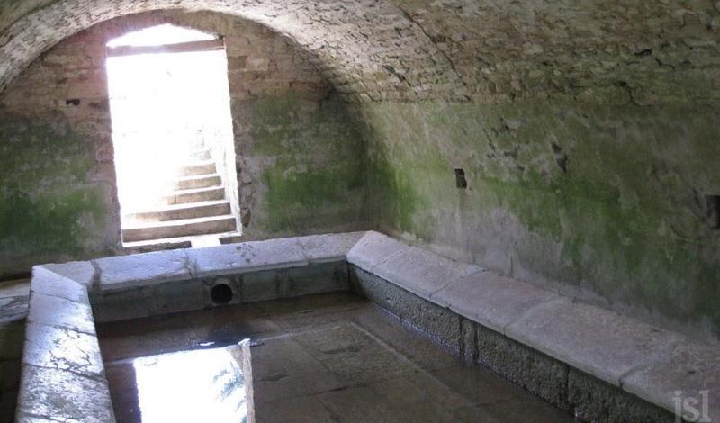 LACROST Un lavoir unique déjà remanié en 1740 Le-lav11