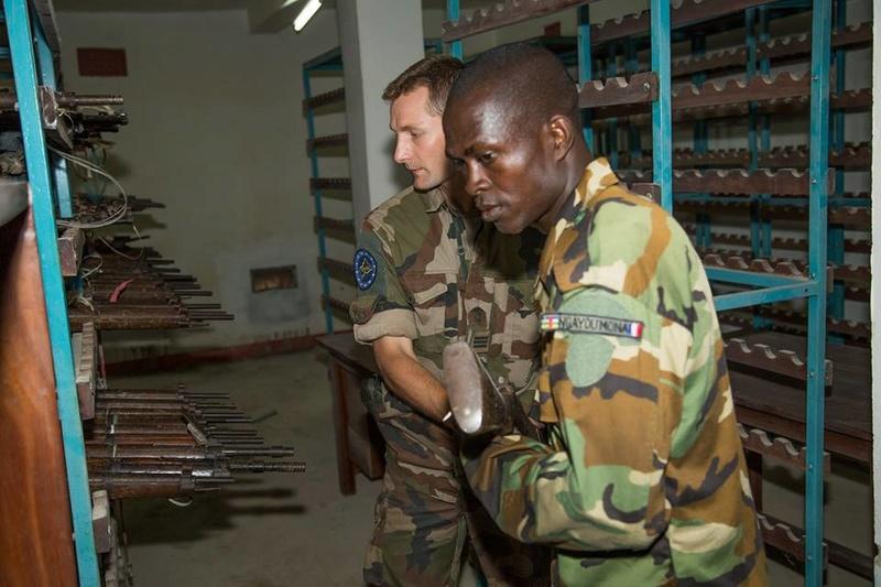 Armées de la République centrafricaine  - Page 3 1334