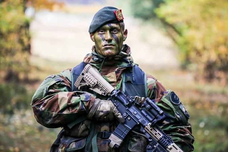 Armée Hollandaise/Armed forces of the Netherlands/Nederlandse krijgsmacht - Page 19 6317