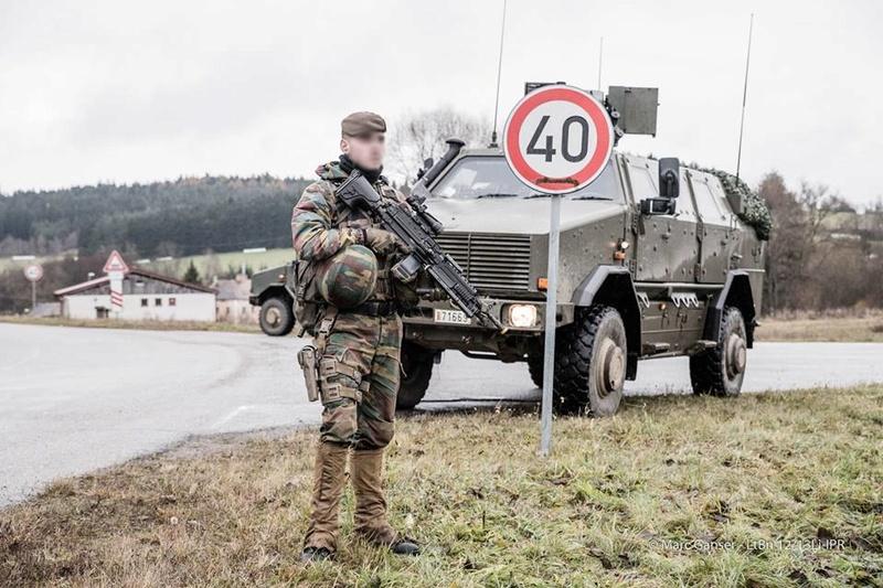 Armée Belge / Defensie van België / Belgian Army  - Page 7 7127