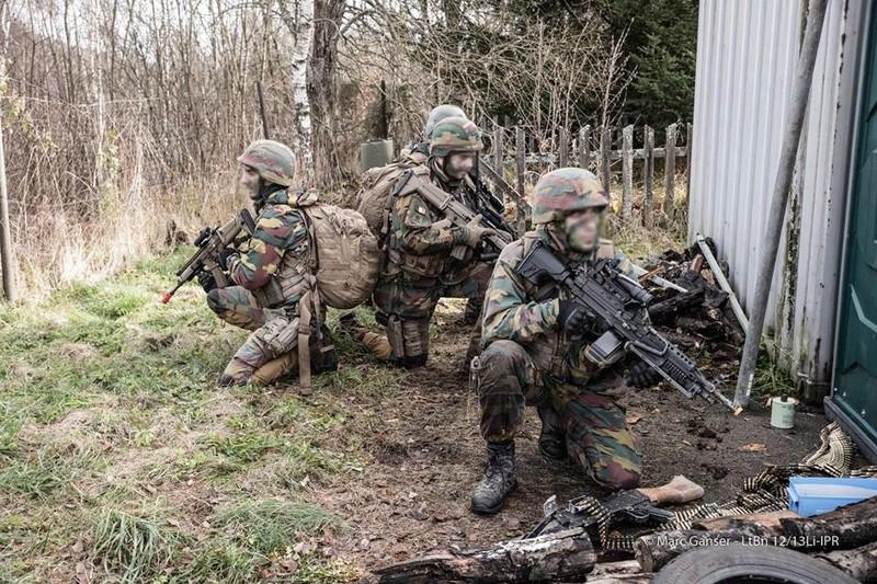 Armée Belge / Defensie van België / Belgian Army  - Page 7 8311