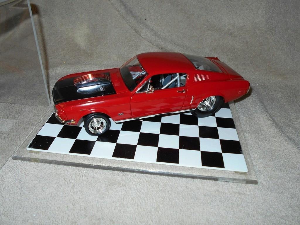 Mustangs 1968 à l'échelle 1:18  _57_110
