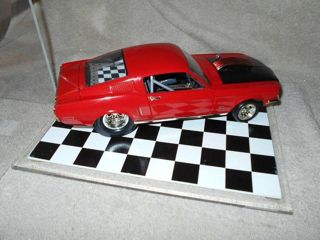 Mustangs 1968 à l'échelle 1:18  _57_210