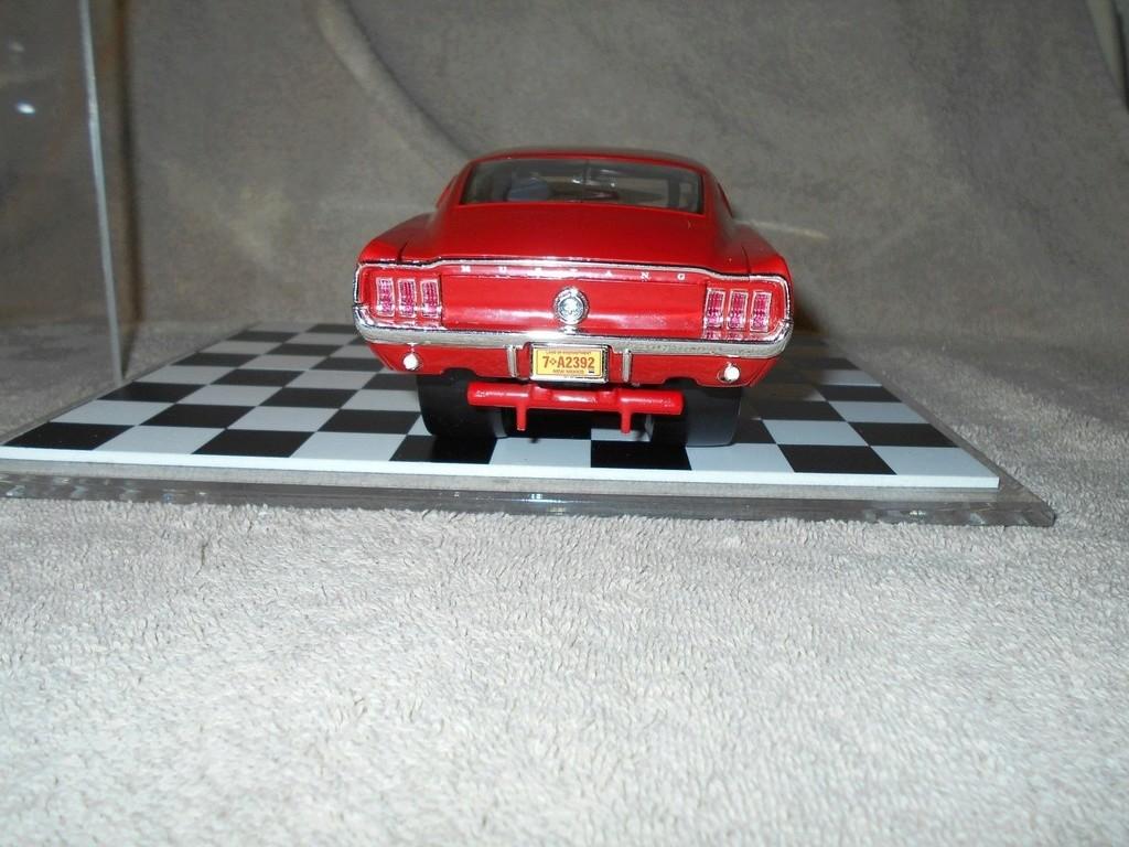 Mustangs 1968 à l'échelle 1:18  _57_610