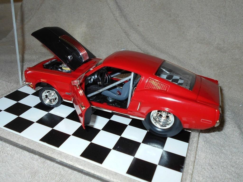 Mustangs 1968 à l'échelle 1:18  _57_710