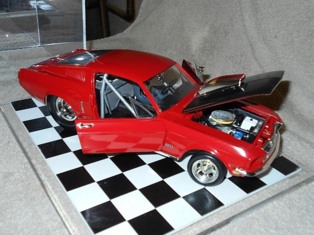 Mustangs 1968 à l'échelle 1:18  _57_810