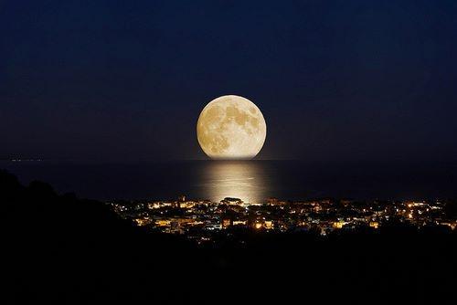 Porto a spasso la Luna, stasera Moonli10