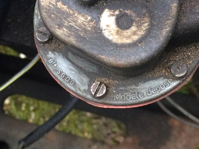 Identification Pompe a essence Image17