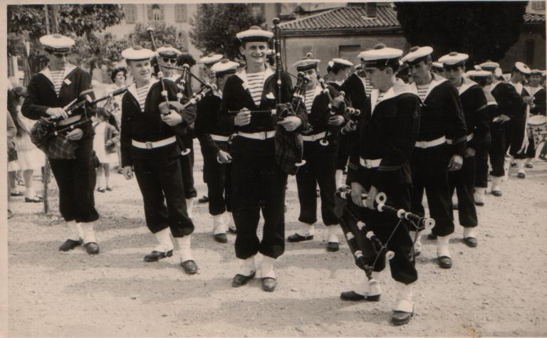 [Musique dans la Marine] Bagad de Saint Mandrier - Page 22 Bagad_10