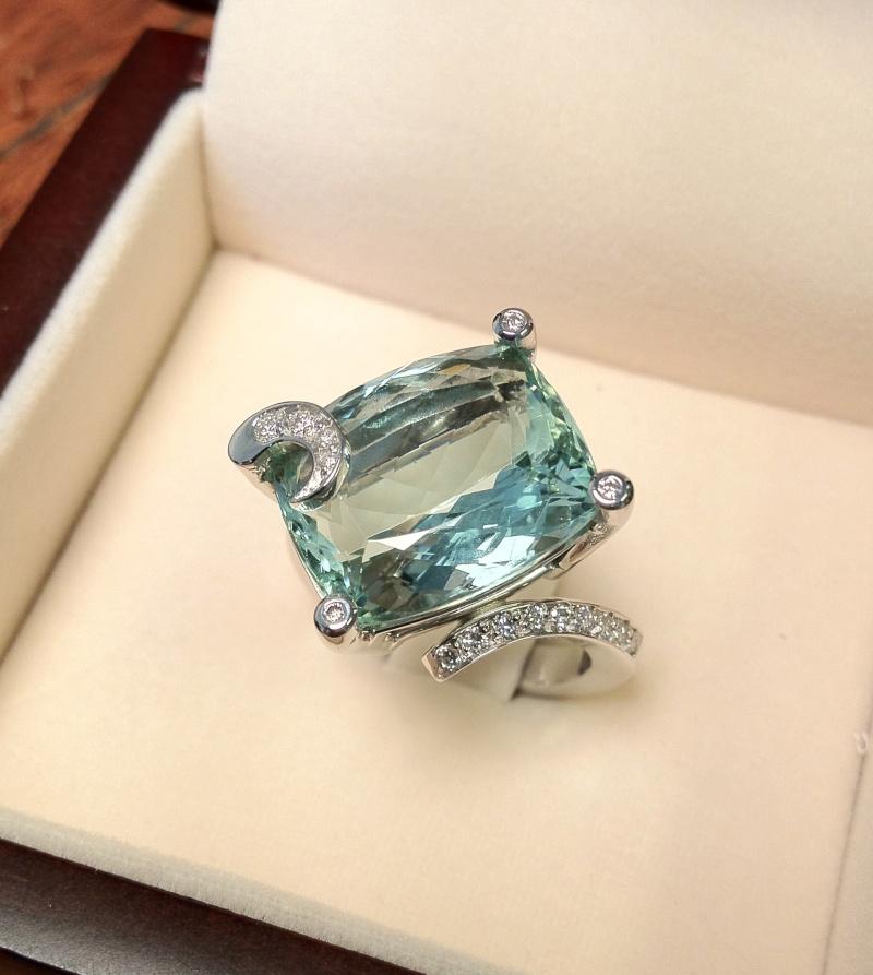 Bague or gris diamants et béryl vert  Img_0010