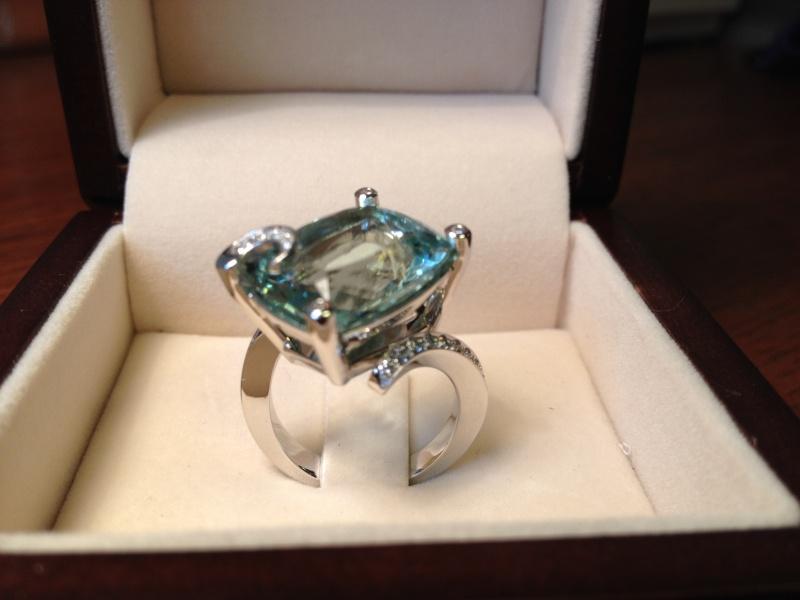 Bague or gris diamants et béryl vert  Img_0011