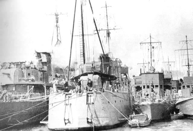 Les contre-torpilleurs français Leopar10