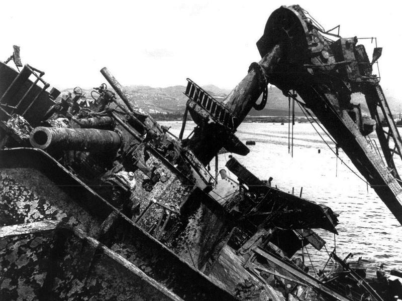 Le 7 décembre 1941,le Japon attaque Pearl Harbor - Page 4 Pearl_10