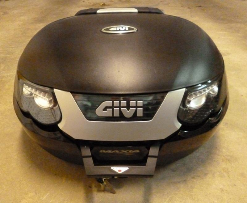 [VENDU] Top-case GIVI E55 MAXIA 3 + support pour XJR P1170614