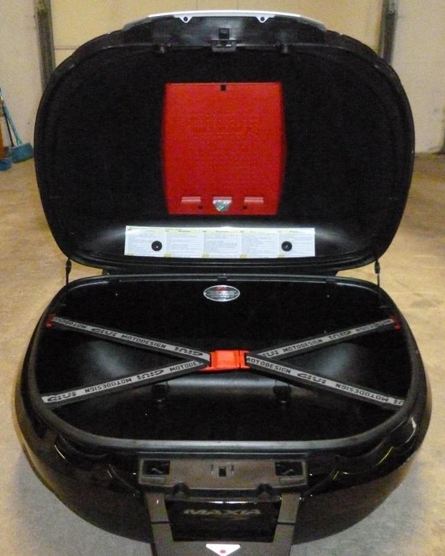 [VENDU] Top-case GIVI E55 MAXIA 3 + support pour XJR P1170615