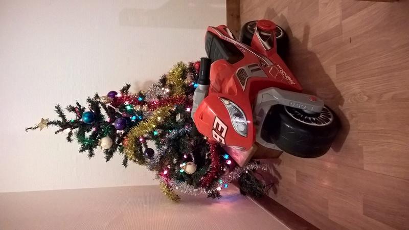 Ca vous dit un petit concours photo sur le thème de Noël et la moto ? - Page 2 Wp_20114