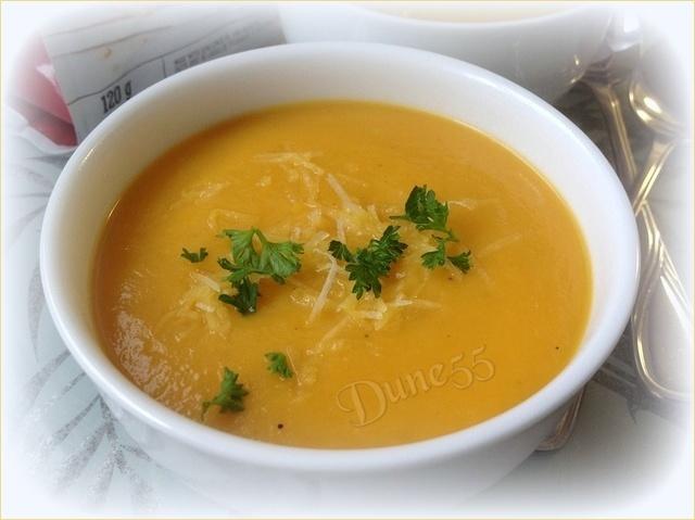Crème de rutabaga et carottes à l'érable  3wzdza10