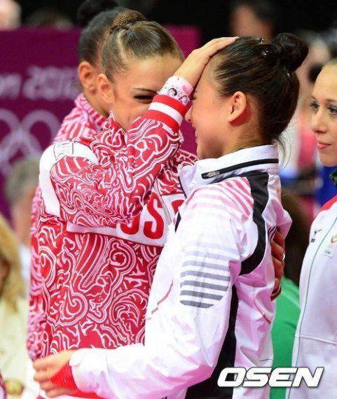 Amitié entre les gymnastes - Page 6 18956712