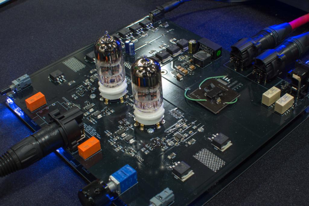 Monolith Liquid Platinum Balanced Headphone Amplifier by Alex Cavalli 99230410
