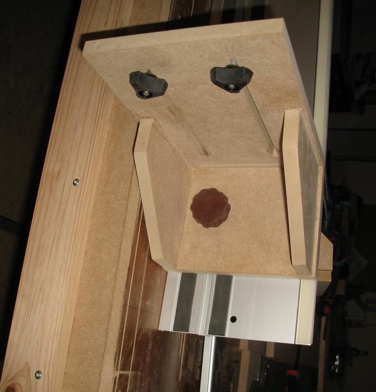 Une table multifonction sans prétention 00911
