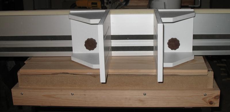 Une table multifonction sans prétention 01210