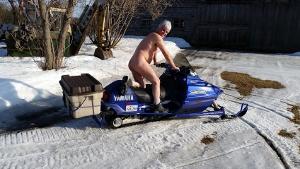 Prenez-vous des photos de nus durant les fêtes? - Page 2 Skidoo10