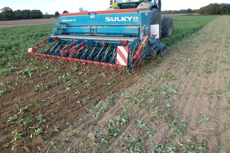 outils preparation du sol maïs P1020310