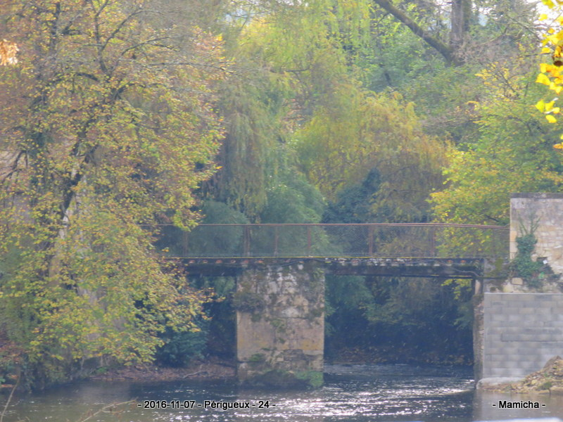 Ponts d' ailleurs Img_5310