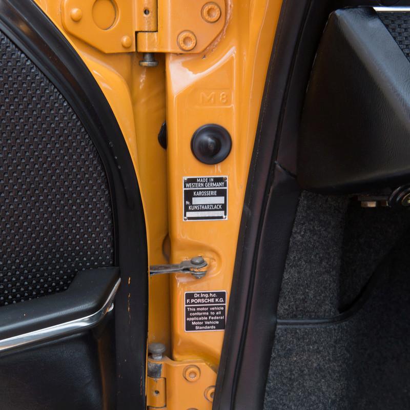 coup de jeune pour une 911T targa de 1969 - Page 5 Karero10