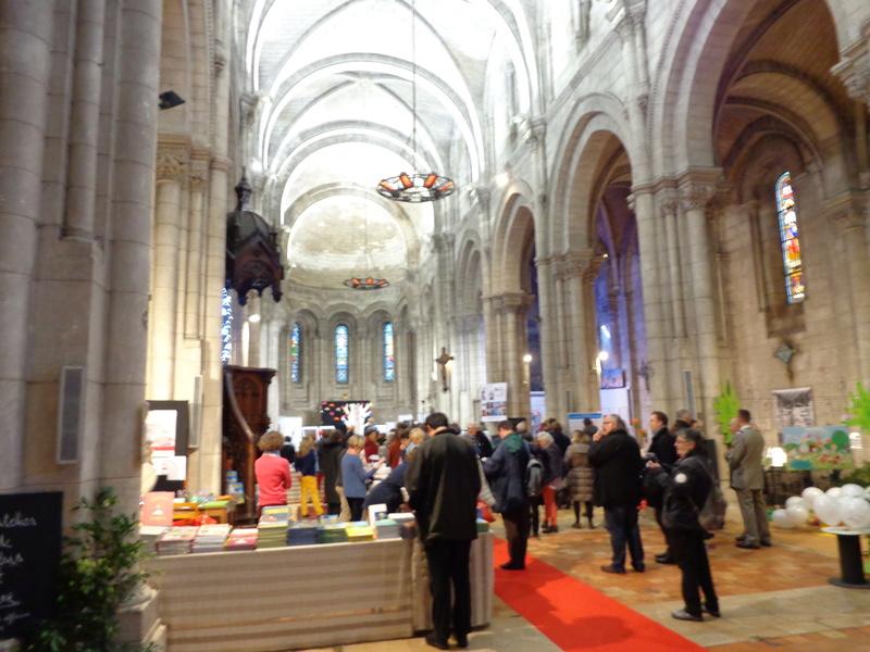 BD 44e festival d'Angoulème 2017 - Page 2 Dsc01027